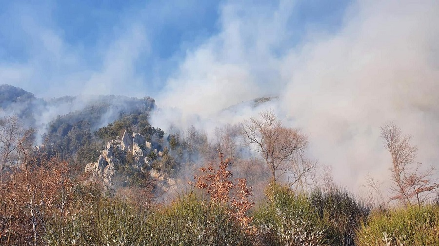 Incendio a Civita d'Antino: in volo canadair